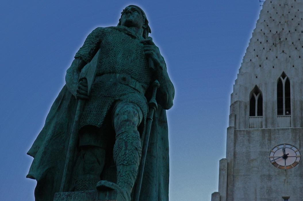 13juancarlosgarcialorenzo-photography-flickr-iceland-reykjavik-leifureirikssonbythehallgrimskirkja