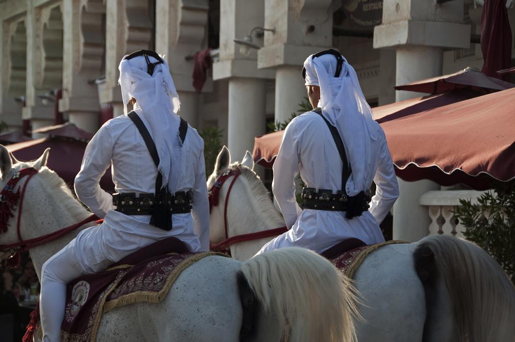 15 juancarlosgarcialorenzo-photography-flickr-qatar-doha-souqwaqif-onhorseback