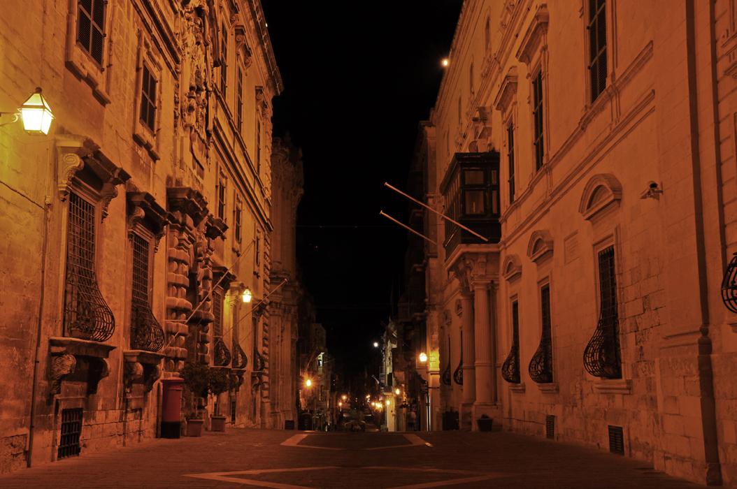 22 juancarlosgarcialorenzo-photography-flickr-malta-valletta-triqil-merkanti-aubergeditalie-palazzoparisio
