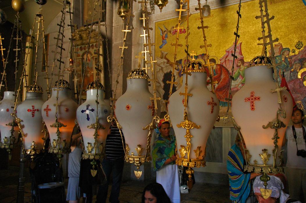 6 juancarlosgarcialorenzo-photography-flickr-israel-jerusalem-theholysepulchre-lamps
