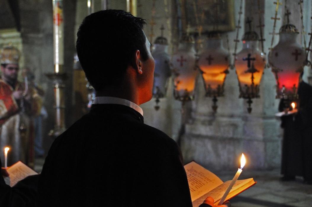 7 juancarlosgarcialorenzo-photography-flickr-israel-jerusalem-theholysepulchre-prayers-greekorthodox