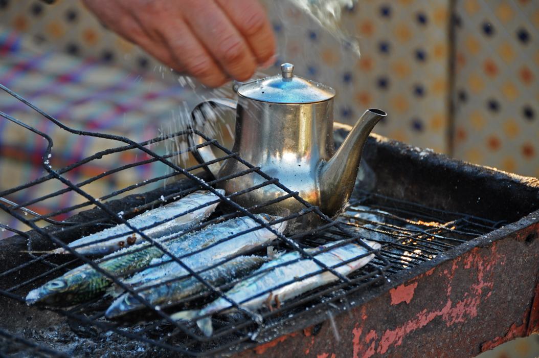 9 juancarlosgarcialorenzo-photography-flickr-morocco-sale-grilledfishandtea