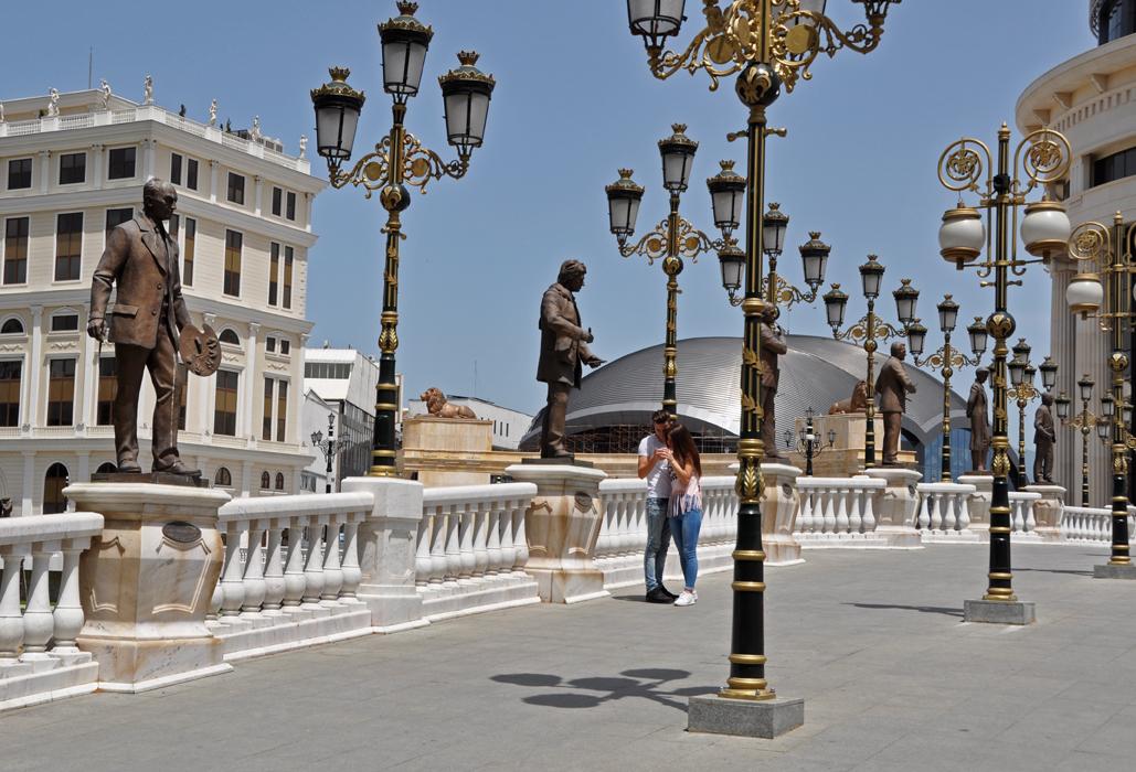 Skopje. Teens and statues DSC_0350 P